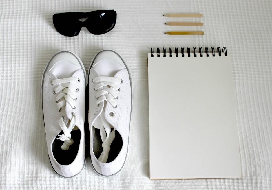 Witte sneakers wit houden in de zomer